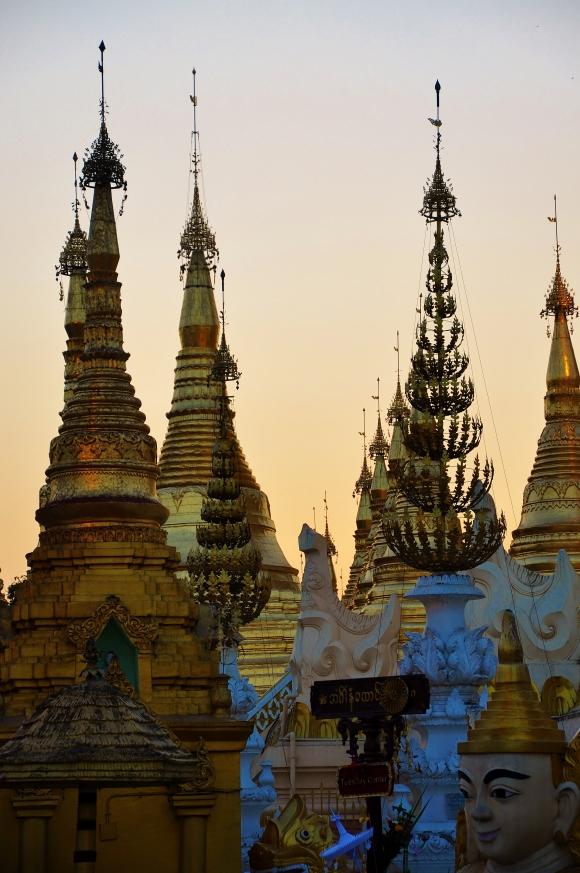 Sunset at Shwedagon