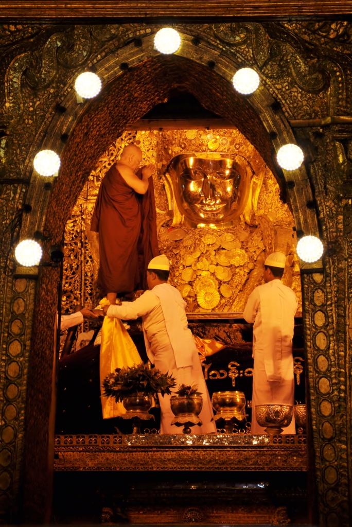Washing Mahamuni Buddha