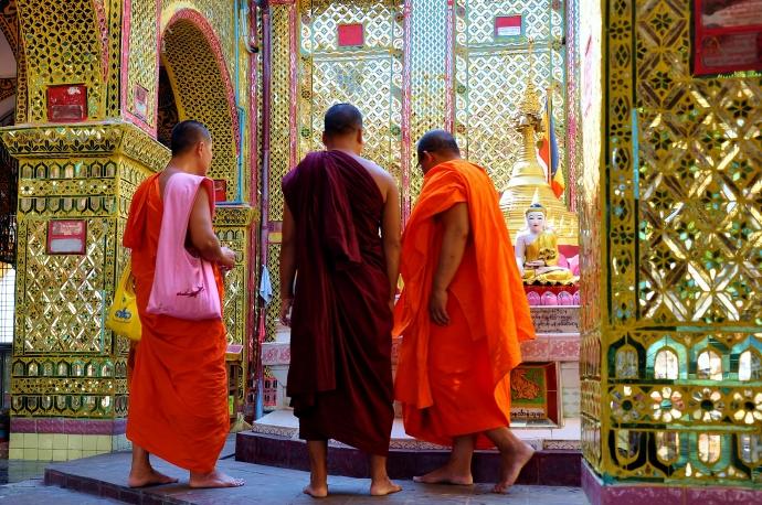 Monks at Sutaungpyei